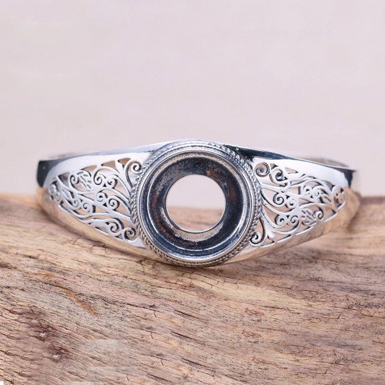 Hollow carved bracelet. Hollow metal bracelet carved